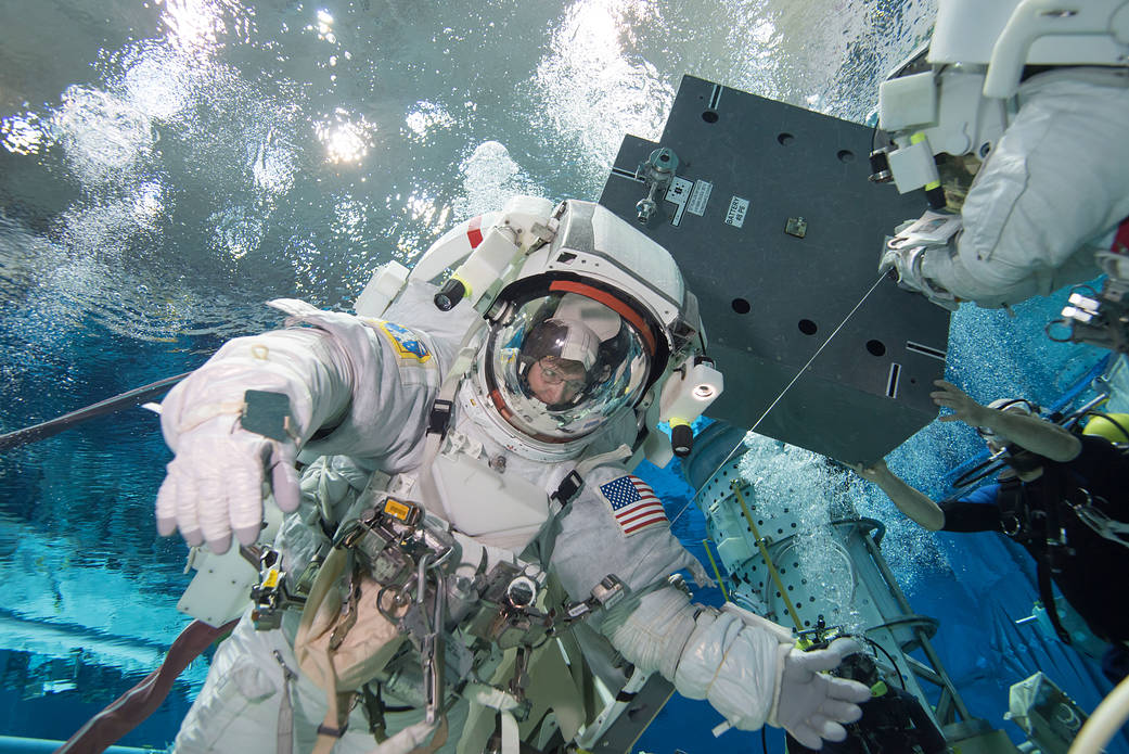 PHOTO DATE: 12 January 2016 LOCATION: Sonny Carter Training Facility - Neutral Buoyancy Lab SUBJECT: Expedition 50/51 crew members Peggy Whitson and Thomas Pesquet of ESA underwater during a suited run for ISS EVA Maintenance 7 (Battery) training. PHOTOGRAPHER: Bill Brassard (NBL)