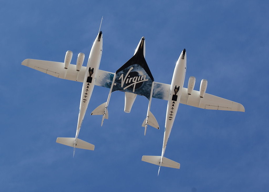 White Knight Two carrying the spaceplane SpaceShipTwo. jfoust, CC BY